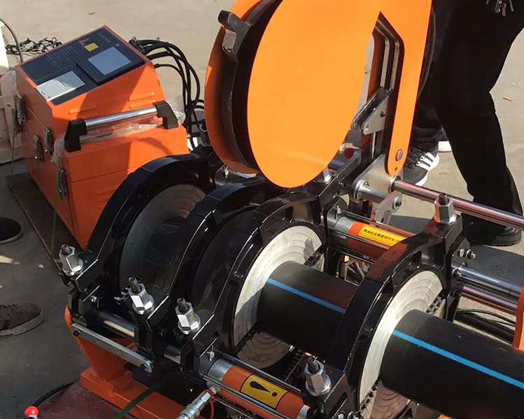 使用热熔机连接pe给水管材操作验收与检查.png